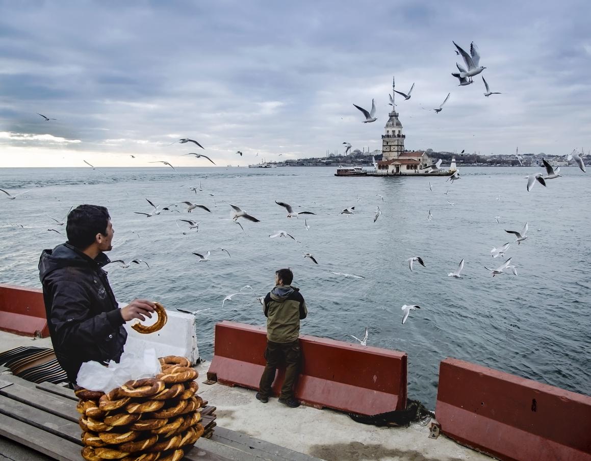 Maiden's Tower in Istanbul, Turkish bagel salesman